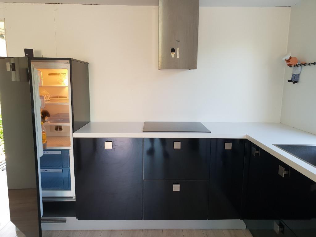 Strakke Zwarte Keuken : Moderne strakke zwarte hoogglans l keuken apparatuur