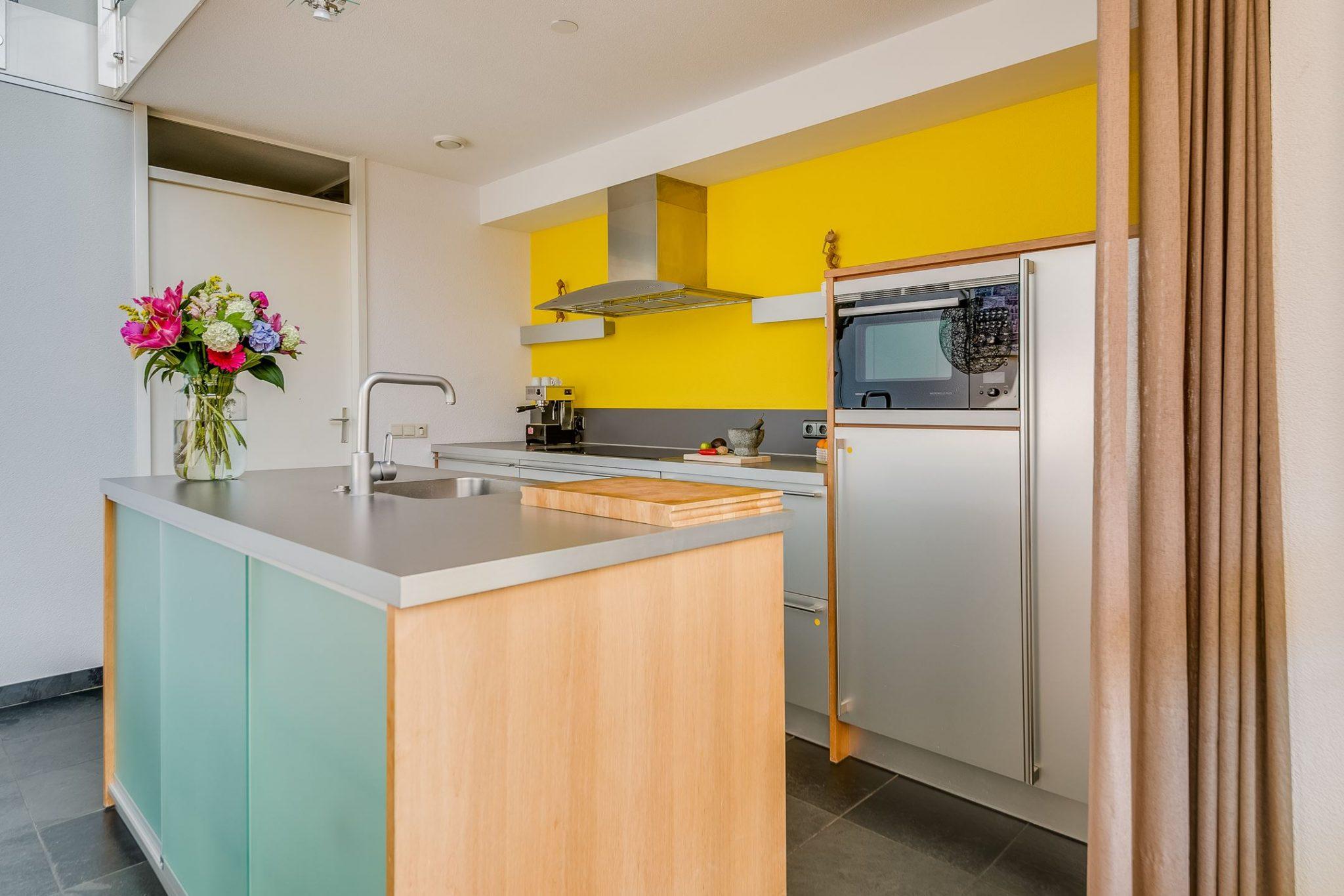 Moderne Keuken Grijs : Moderne grijze rechte keuken eiland apparatuur tweedehands