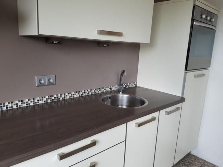 Tweedehands Rechte Keuken : Moderne strakke witte rechte keuken meter apparatuur