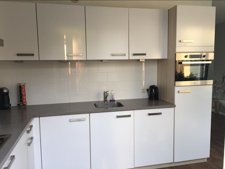 Moderne L Keuken : Moderne witte hoogglans l keuken etna apparatuur tweedehands