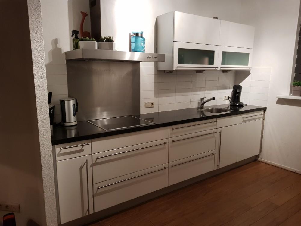 Tweedehands Rechte Keuken : Moderne witte rechte keuken losstaande wand graniet
