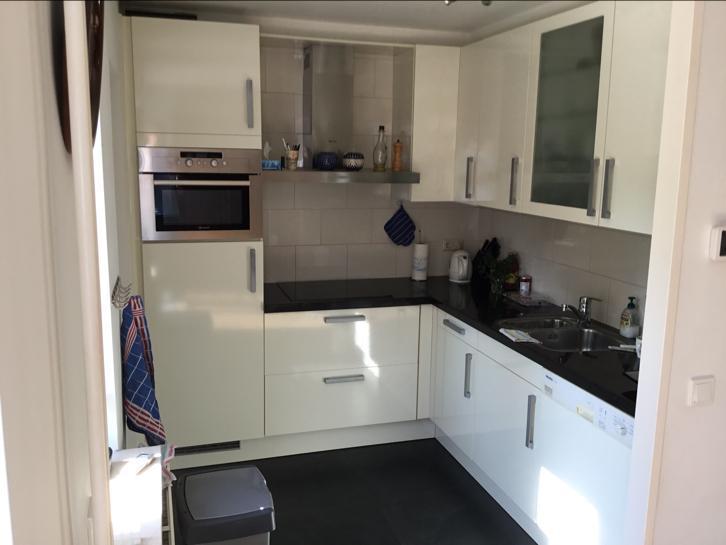 Moderne L Keuken : Moderne witte hoogglans l keuken graniet stenen blad
