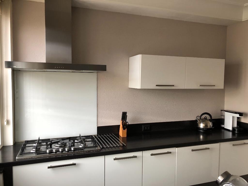 Tweedehands Rechte Keuken : Moderne recentewit hoogglans mat grijs rechte keuken eiland