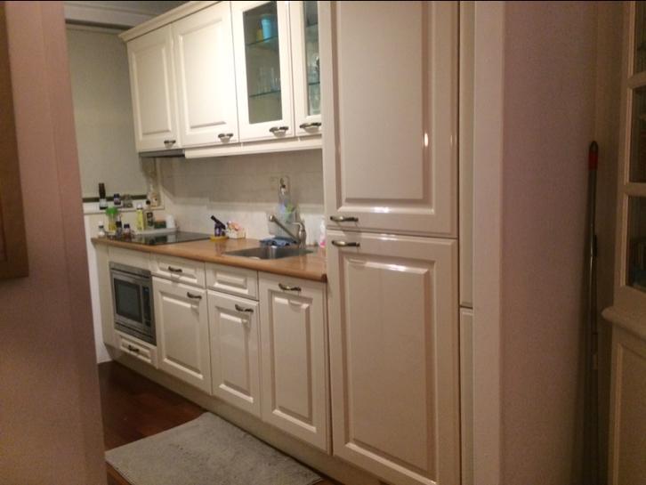 Tweedehands Rechte Keuken : Brocante licht creme hoogglans rechte keuken meter apprtr