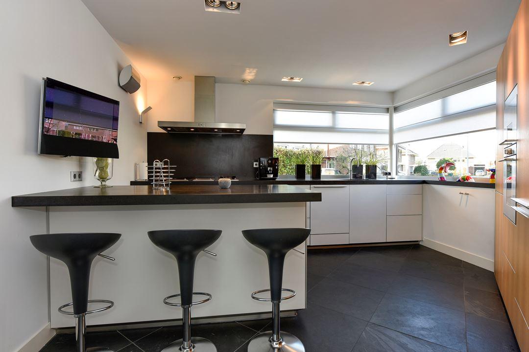 Moderne L Keuken : Moderne nette bulthaup rechte keuken wand eiland graniet