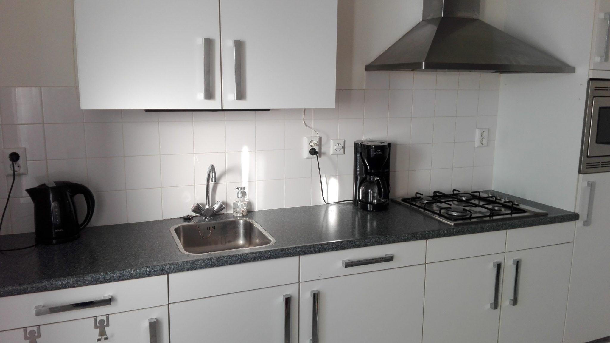 Tweedehands Rechte Keuken : Moderne duitse keller mat witte rechte keuken meter