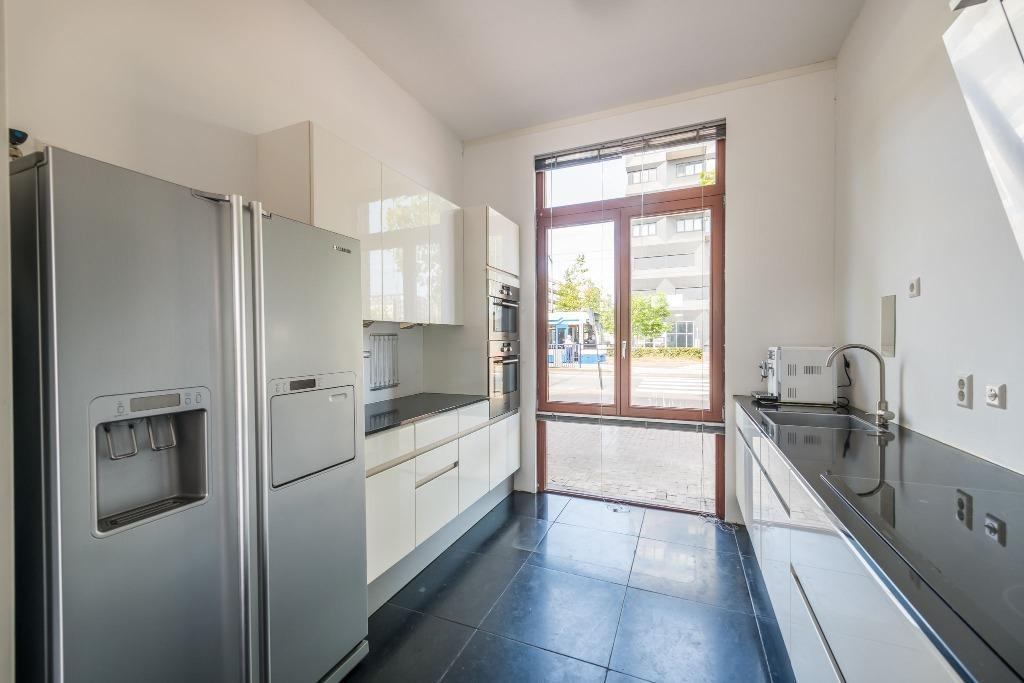 Extreem Moderne dubbelwandige witte hoogglans keuken+GRANIET | Tweedehands &FS35