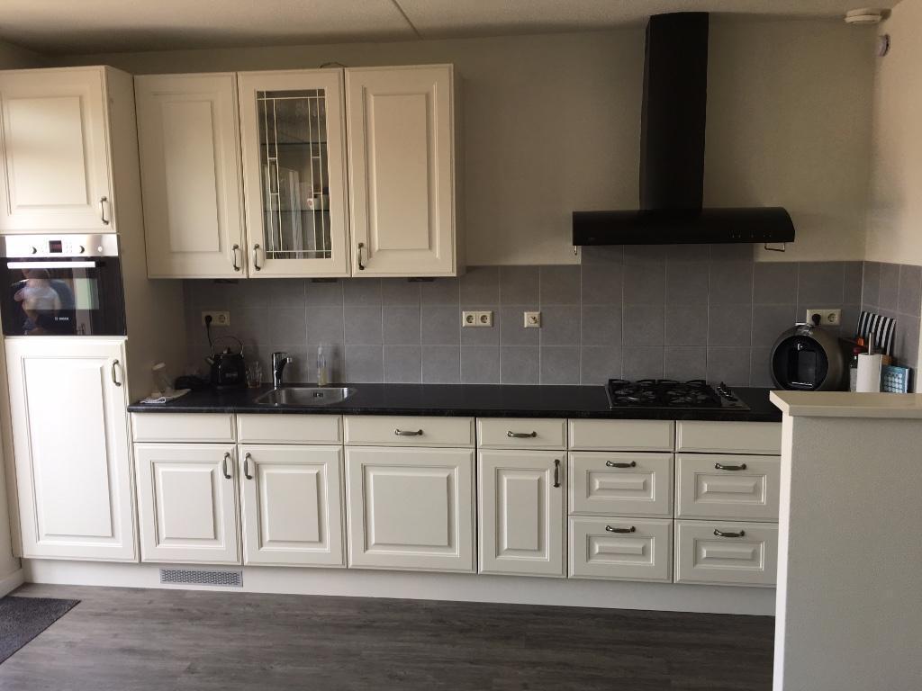 Tweedehands Rechte Keuken : Brocante witte houten rechte keuken meter apparatuur