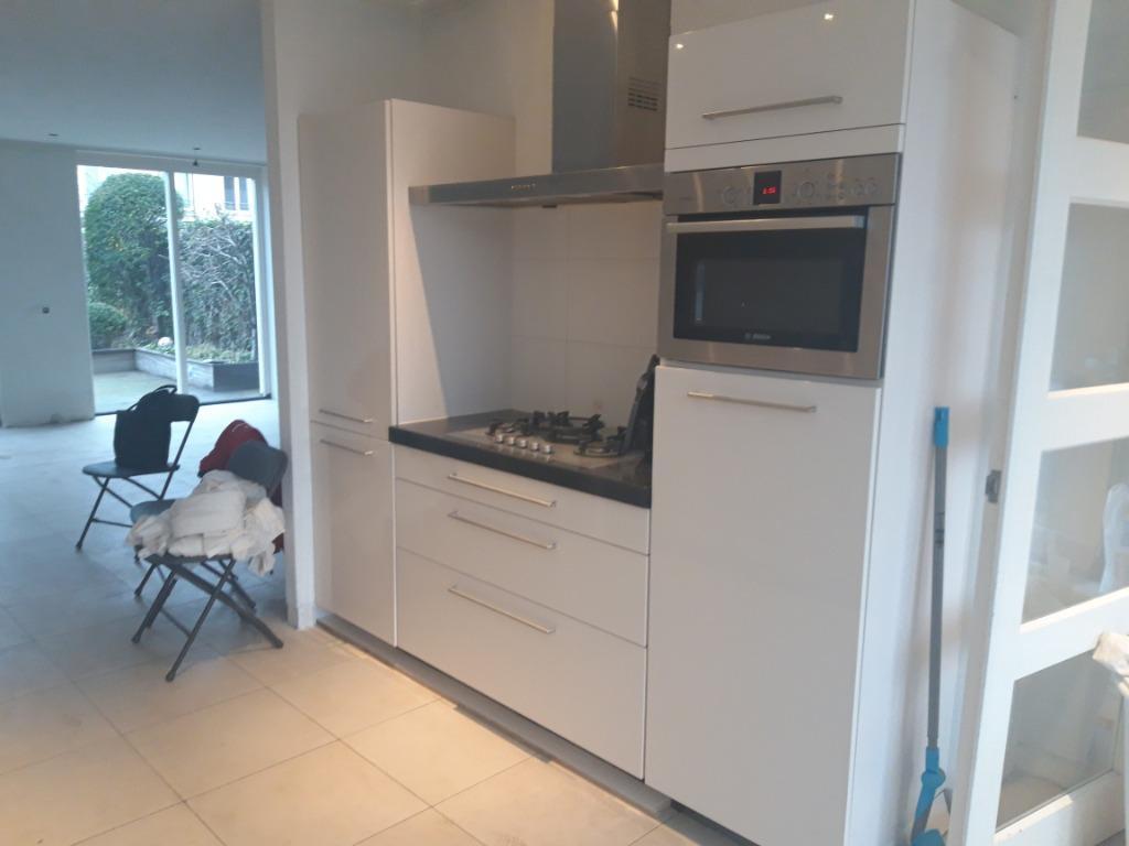 Keukens Den Bosch : Moderne witte hoogglans dubbelwandige keuken bosch appartr