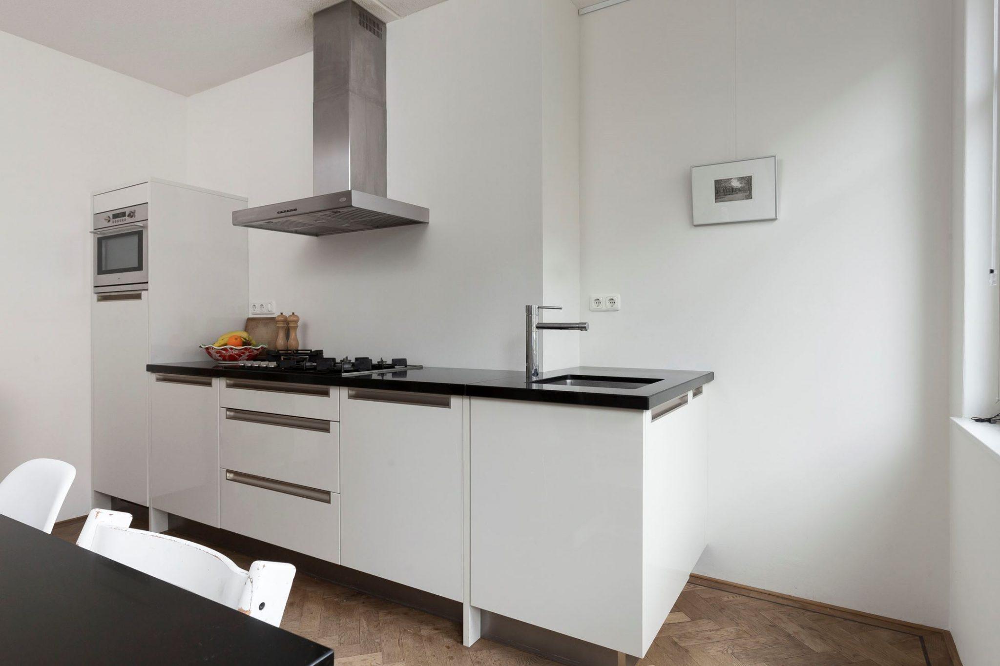 Moderne Witte Keukens : Moderne witte hoogglans rechte keuken 3 20 meter graniet