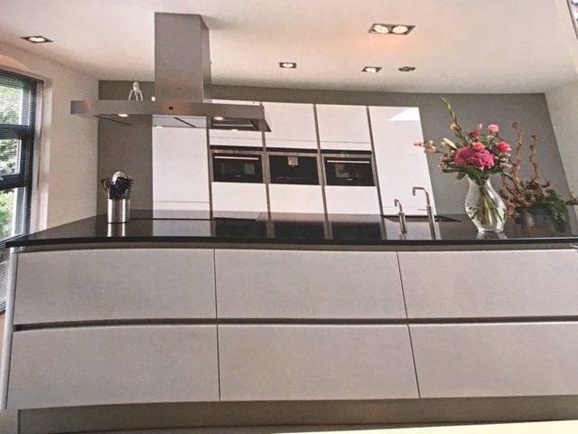 Hoogglans Witte Kookeiland : Fraaie en strakke keuken van het merk siematic hoogglans wit