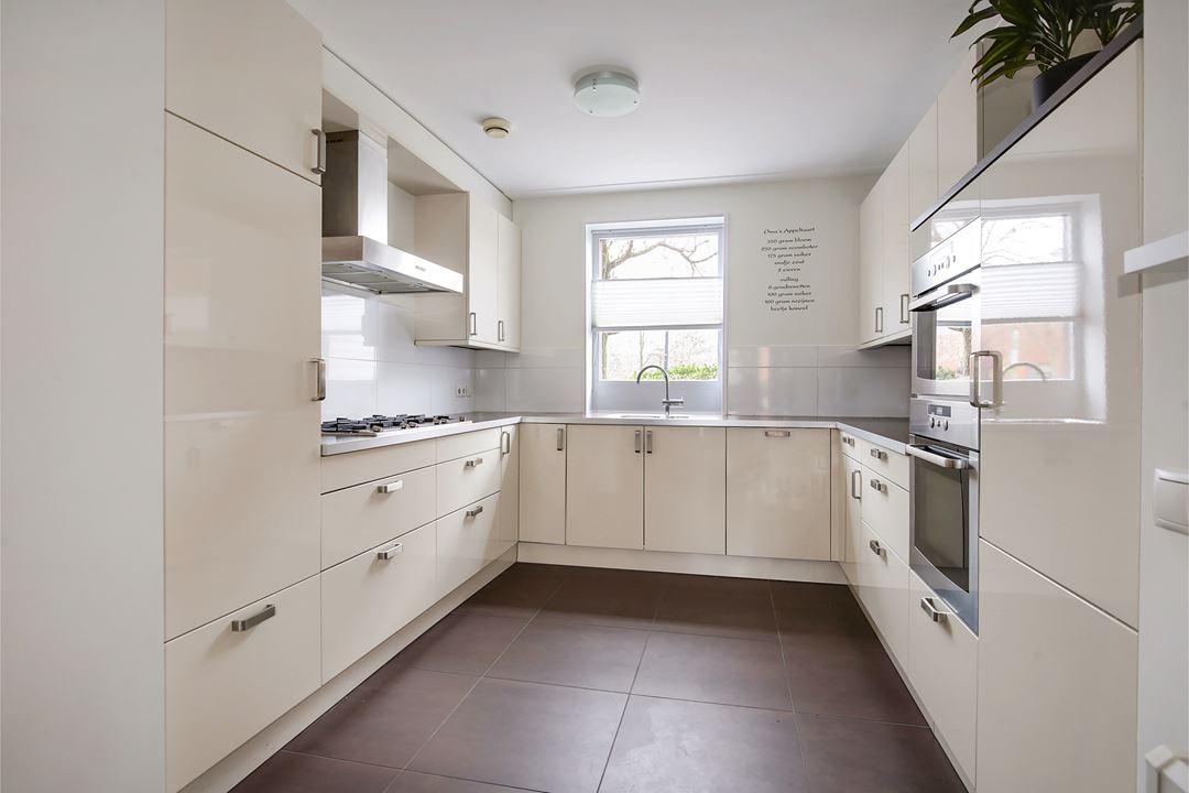 Moderne U Keukens : Moderne creme hoogglans u keuken incl atag apparatuur