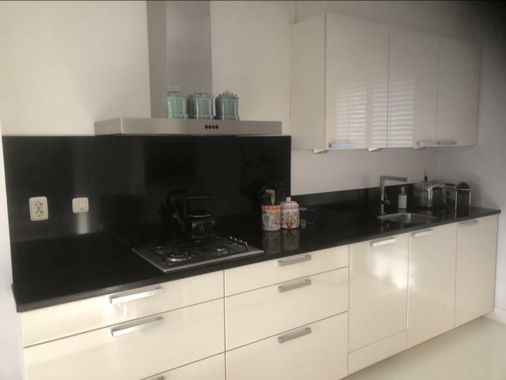 Tweedehands Rechte Keuken : Moderne hoogglans rechte keuken wand siemens apparatuur