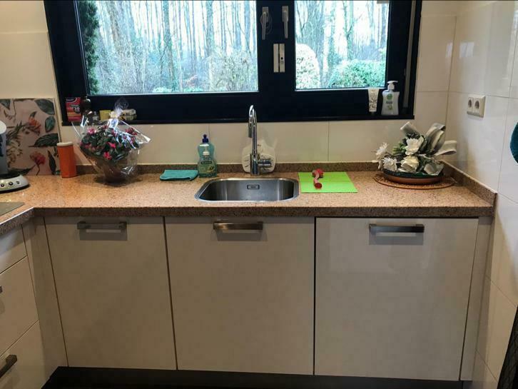 Witte Complete Hoekkeuken.Complete Witte U Of L Keuken Pronto Graniet Tweedehands Keuken